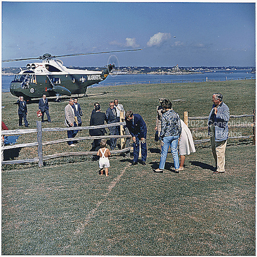 Arrival of United States President John F. Kennedy at Hammersmith Farm, Newport, Rhode Island on August 26, 1962.  Those pictured include President Kennedy, John F. Kennedy, Jr., Hugh D. Auchincloss, Assistant Press Secretary Andrew Hatcher, aides, others.<br /> Credit: White House / CNP
