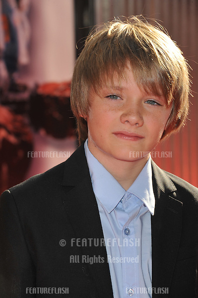 Dakota goyo dark skies kiss