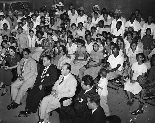 Acto campaña de Alfabetización. Subjunta del Partido Dominicano de la calle Pimentel, noviembre, 1952. © AGN