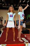 Miss Nederland 2003 reis Turkije, Miss Utrecht, Margriet de Vos en Nathalie Hassink