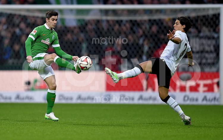 FUSSBALL   1. BUNDESLIGA   SAISON 2014/2015   15. SPIELTAG SV Werder Bremen - Hannover 96                         13.12.2014 Fin Bartels (li, SV Werder Bremen) gegen Miiko Albornoz (re,, Hannover 96)