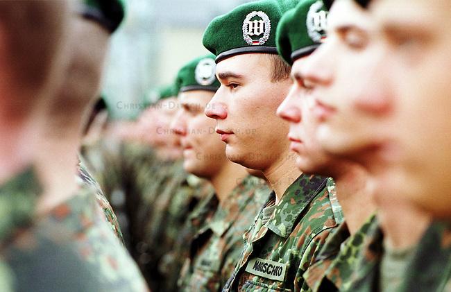 Geloebnis von Soldaten der 2. Kompanie des Jaegerbatallions 1 BERLIN und der 2. Kompanie des Wachbatallions BMVg in der Berliner Bluecher-Kaserne.<br /> Die Rekruten des Jaegerbatallions werden ab Mai 2001 als Einsatzkraefte BERLINER JAEGER zur KFOR-Friedenstruppe in den Kosovo verlegt.<br /> Hier: Rekruten des Wachbatallions BMVg in Aufstellung. Unter den Rekruten befinden sich einige die als Kinder von Emigranten oder Einwanderern die Deutsche Staatsbuergerschaft angenommen haben. Hier der Gefreite Maruschko vom Wachbatallion.<br /> 5.10.2000, Berlin<br /> Copyright: Christian-Ditsch.de<br /> [Inhaltsveraendernde Manipulation des Fotos nur nach ausdruecklicher Genehmigung des Fotografen. Vereinbarungen ueber Abtretung von Persoenlichkeitsrechten/Model Release der abgebildeten Person/Personen liegen nicht vor. NO MODEL RELEASE! Nur fuer Redaktionelle Zwecke. Don't publish without copyright Christian-Ditsch.de, Veroeffentlichung nur mit Fotografennennung, sowie gegen Honorar, MwSt. und Beleg. Konto: I N G - D i B a, IBAN DE58500105175400192269, BIC INGDDEFFXXX, Kontakt: post@christian-ditsch.de<br /> Bei der Bearbeitung der Dateiinformationen darf die Urheberkennzeichnung in den EXIF- und  IPTC-Daten nicht entfernt werden, diese sind in digitalen Medien nach &sect;95c UrhG rechtlich gesch&uuml;tzt. Der Urhebervermerk wird gemaess &sect;13 UrhG verlangt.]