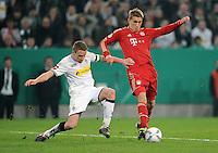 FUSSBALL   DFB POKAL   SAISON 2011/2012   HALBFINALE   21.03.2012 Borussia Moenchengladbach - FC Bayern Muenchen  Nils Petersen (re, FC Bayern Muenchen) gegen Filip Daems (Borussia Moenchengladbach)