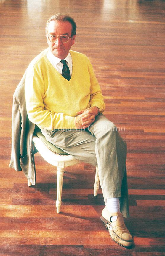 Michel Ciment è uno scrittore, giornalista e critico cinematografico francese. Ciment è direttore e membro del comitato di redazione della rivista Positif e collabora inoltre con Le Monde, L'Express e Sight & Sound. Ciment is a Chevalier of the Order of Merit, Chevalier of the Legion of Honour, Officer in the Order of Arts and Letters, and the president of FIPRESCI. Venezia Lido, settembre 1991, Festival Internazionale del Cinema di Venezia. © Leonardo Cendamo