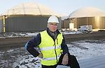 Foto: VidiPhoto<br /> <br /> BEMMEL - Portret van Eb Emmerzaal, directeur van GroenGas Gelderland. In het kassengebied Bergerden bij Bemmel bouwt  Groengas op dit moment de modernste biovergister van ons land. In zes enorme silo's worden vanaf halverwege volgende jaar zo'n 76.000 ton mest en bermgras (50 procent van elk) verwerkt tot groen gas. In bermgras zit methaan, dat 25 keer schadelijker is dan fosfaat. Jaarlijks produceert Groengas Gelderland 7 miljoen kuub gas, voldoende voor 10.000 inwoners. Het miljoenen euro's kostende project wordt in eigen beheer uitgevoerd met SDE-subsidie (subsidieregeling duurzame energie). De mest komt van veehouders uit de omgeving en wordt daar eerst ingedikt en vervolgens naar Bergerden getransporteerd. Nadat de bioinstallatie er 20 procent gast uithaalt, blijft er 80 procent herbruikbare meststof over.