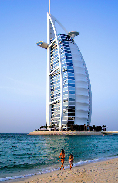 Burj al arab hotel on jumeirah beach in dubai uae for Sail shaped hotel dubai