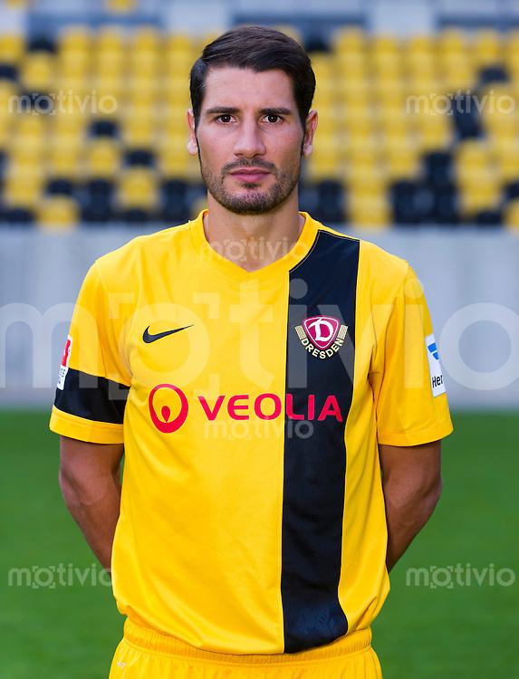 Fussball, 2. Bundesliga, Saison 2013/14, SG Dynamo Dresden, Mannschaftsvorstellung, Mannschaftsfoto, Portraittermin Cristian Fiel.