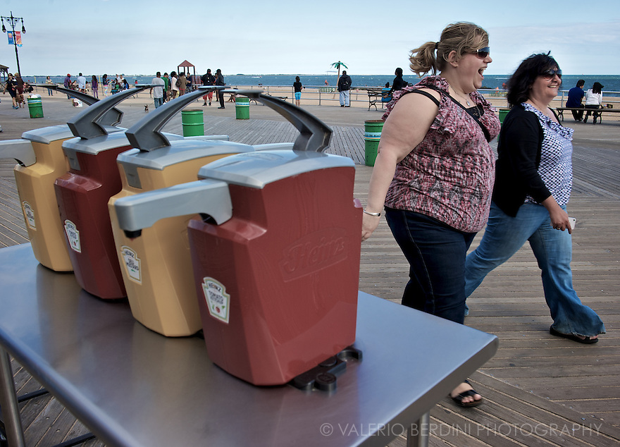 A cheerful stroll on the boardwalk