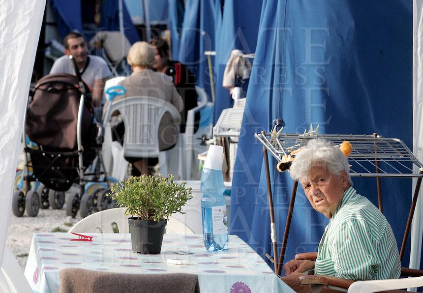 Un'anziana seduta nella tendopoli di Piazza d'Armi all'Aquila, 8 giugno 2009, poco piu' di due mesi dopo il sisma che ha sconvolto l'Abruzzo..An elderly woman sits in a tent city in L'Aquila, 8 june 2009, about 2 months after the earthquake that hit the Abruzzo region in central Italy..UPDATE IMAGES PRESS/Riccardo De Luca
