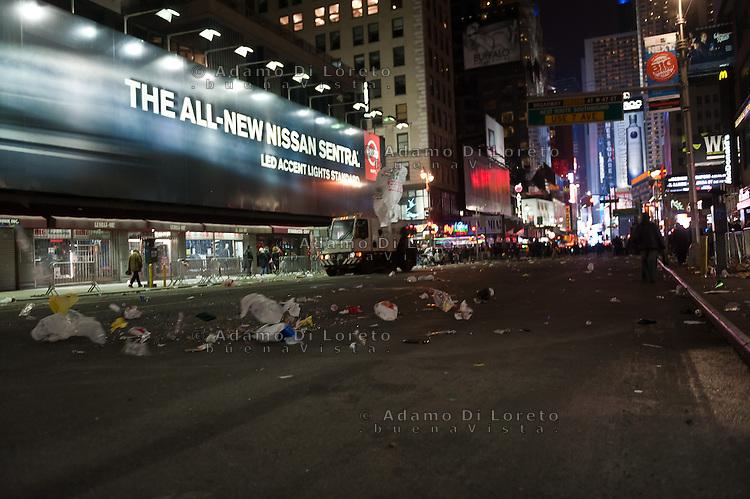 NEW YORK - MANHATTAN 01/01/2013 - CAPODANNO A NEW YORK. NELLA FOTO A CENTRAL PARK SI è CORSA LA MIDNIGHT RUN ORGANIZZATA DALLA NEW YORK ROAD RUNNERS - GLI ORGANIZZATORI DELLA NY CITY MARHATON - TIME SQUARE DOPO LA MEZZANOTTE.FOTO DILORETO ADAMO