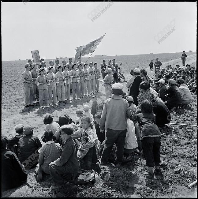 A Mao Zedong Thought propaganda team sings Mao's quotations in Taiping commune, Heilongjiang province, July 7, 1968.
