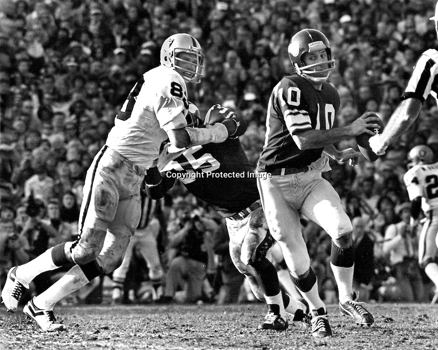 Minnesota Vikings QB Fran Tarkenton scrambles away from Oakland Raider linebacker Ted Hendricks. 1977 Super Bowl..  (photo by Ron Riesterer)