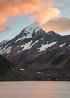 Sunrise over Aoraki, Mount Cook at Hooker Lake, Aoraki, Mt. Cook National Park, Mackenzie Country, Canterbury, UNESCO World Heritage Area, New Zealand, NZ