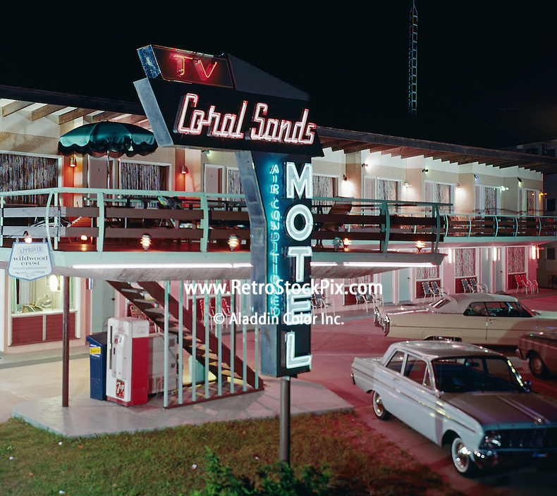 Van képed hozzá? Coral-Sands-Motel-Wildwood-NJ-Night-with-Neon-Sign-138