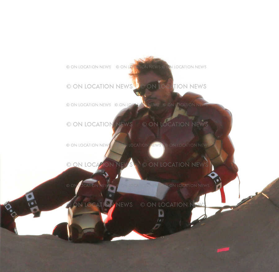 MAY 6th LOS ANGELES, CALIFORNIA **EXCLUSIVE** Robert Downey Jr. filming Iron Man 2. In this funny scene, Iron Man takes a doughnut break in the hole of a giant doughnut shop sign which is an LA landmark. Samuel L. Jackson as Nick Fury is below and ask Iron Man if he would like some coffee with his doughnuts. Sales: Eric Ford 818-613-3955 info@onlocationnews.com