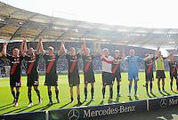 FUSSBALL   1. BUNDESLIGA  SAISON 2011/2012   3. Spieltag     20.08.2011 VfB Stuttgart - Bayer Leverkusen        Teamjubel Bayer Leverkusen nach dem Schlusspfiff