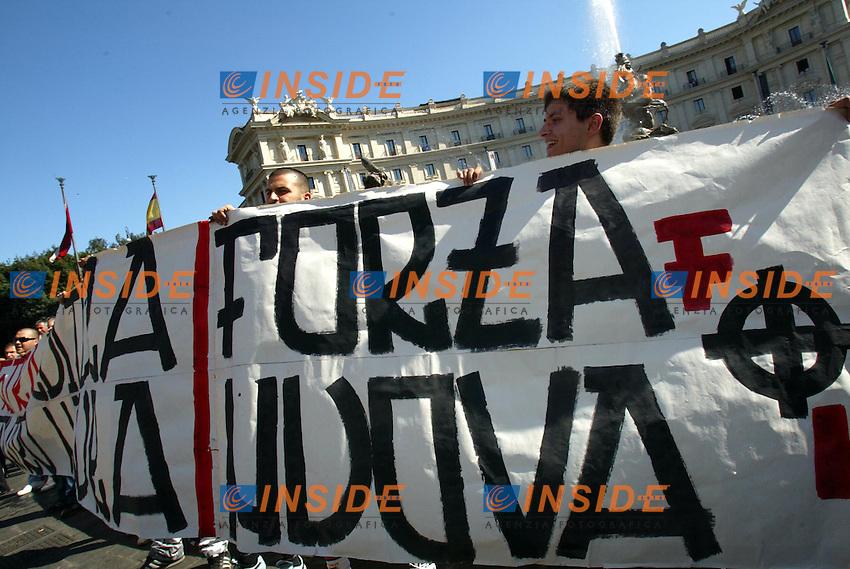 Roma 5 Luglio 2003<br /> Manifestazione oer il Gay Pride.La provocazione dei fascisti di Forza Nuova <br /> foto Andrea Staccioli Insidefoto