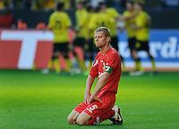 Fussball Bundesliga Saison 2011/2012 8. Spieltag Borussia Dortmund - FC Augsburg Waehrend die Dortmunder im Hintergrund das 2:0 bejubeln spricht das Gesicht von Uwe MOEHRLE (Augsburg) Baende.