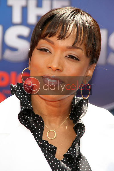 Angela Bassett<br />at the World Premiere of &quot;Meet the Robinsons&quot;. El Capitan Theater, Hollywood, CA. 03-25-07<br />Dave Edwards/DailyCeleb.com 818-249-4998