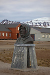 Statue of Roald Amundsen in Ny Alesund, Svalbard. The Norge, a semi rigid airship was used by Roald Amundsen, Umberto Nobille and Lincoln Ellsworth in Ny Alesund, to reach the North Pole in May 1926.