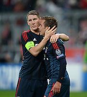 FUSSBALL   CHAMPIONS LEAGUE   SAISON 2013/2014   Vorrunde FC Bayern Muenchen - FC Viktoria Pilsen       23.10.2013 JUBEL FC Bayern Muenchen; Torschuetze zum 5-0 Mario Goetze (re) umarmt von Bastian Schweinsteiger