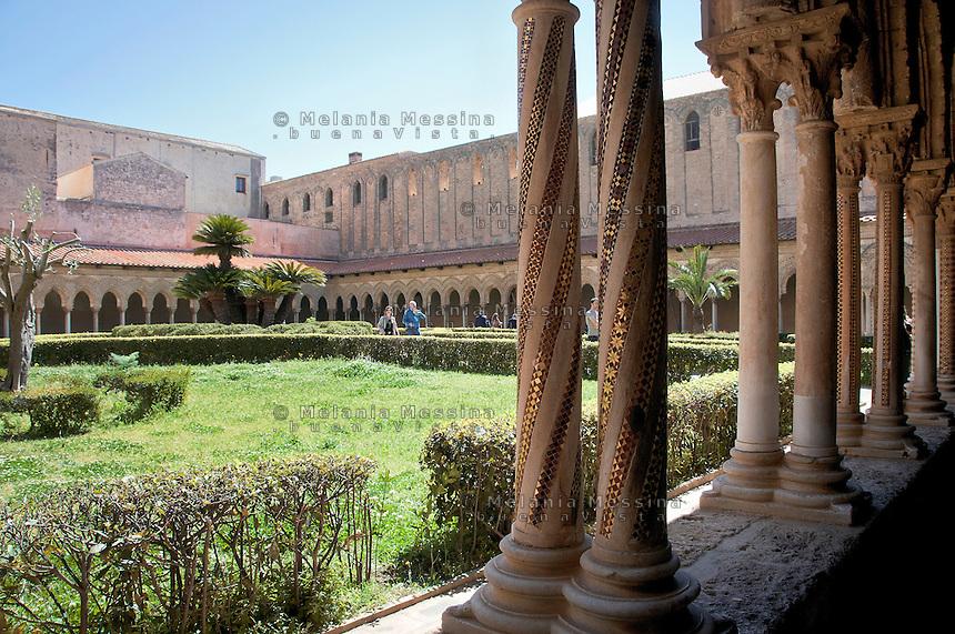 Monreale dettaglio del chiostro del duomo.<br /> Monreale, details of the cathedral cloister