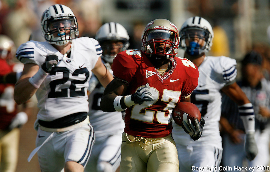 TALLAHASSEE, FL 9/18/10-FSU-BYU FB10 CH-Florida State'sChris Thompson busts loose for an 83-yard touchdown run against Brigham Young during first half action Saturday at Doak Campbell Stadium in Tallahassee. .COLIN HACKLEY PHOTO