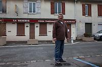 Villaggio di Vaud'herland vicino a Roissy (Parigi), al primo turno delle elezioni presidenziali francesi del 22 aprile il Front National di Marine LePen ha ricevuto il 52% dei voti. ritratto del sindaco Victor Daniel . Vaud'herland near the village of Roissy (Paris), where at the first round of the French presidential elections of the 22th April 2012, the National Front of Marine LEPEN received 52% of the votes. The mayor Victor Daniel