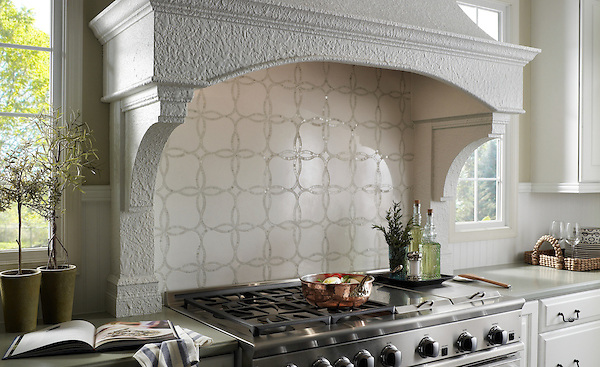 This custom kitchen features a Waverly mosaic backsplash shown in polished Calacatta Tia and honed Thassos from the Silk Road Collection by Sara Baldwin for New Ravenna. <br /> <br /> For pricing samples and design help, click here: http://www.newravenna.com/showrooms/