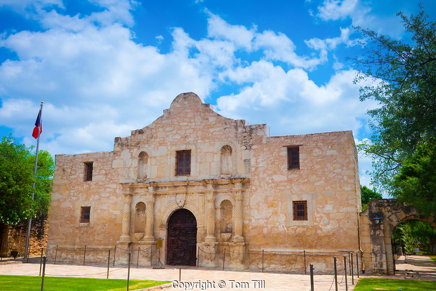 The Alamo, San Antonio, Texas, Historic Mission, Turned to battle site in war for Texas independence from Mexico