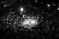"""Roma  2005.Incontro di Boxe dilettanti. Seconda edizione del """"Lo sport in piazza"""".. in Piazza dei Sanniti, nel quartiere di San Lorenzo, organizzata dalla Palestra Popolare San Lorenzo"""