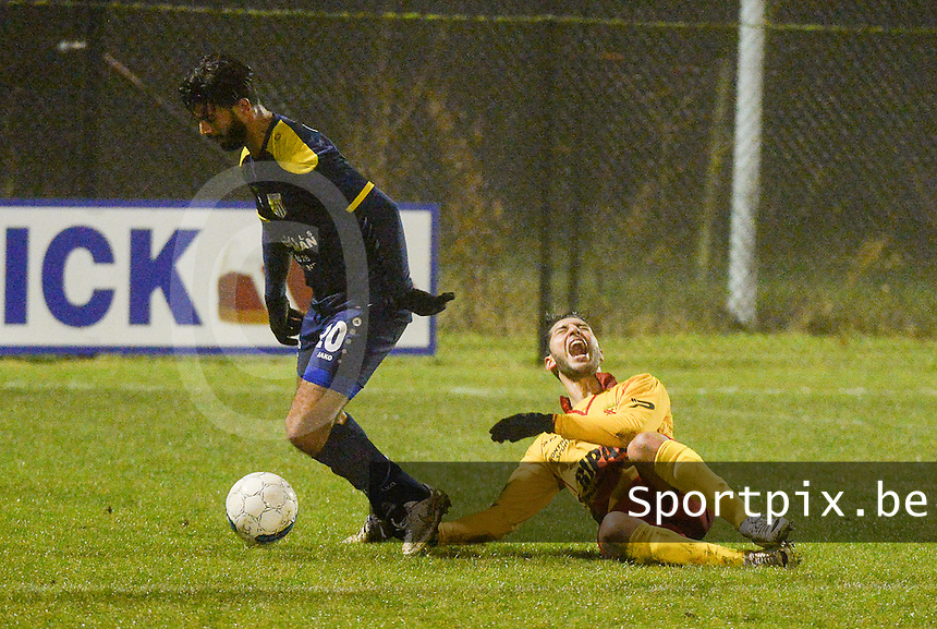 Eendracht Wervik - FC Lebbeke :<br /> Monssef Znagui (R) gaat theatraal neer in een duel met Abdelhakim Laref (L)<br /> Foto VDB / Bart Vandenbroucke