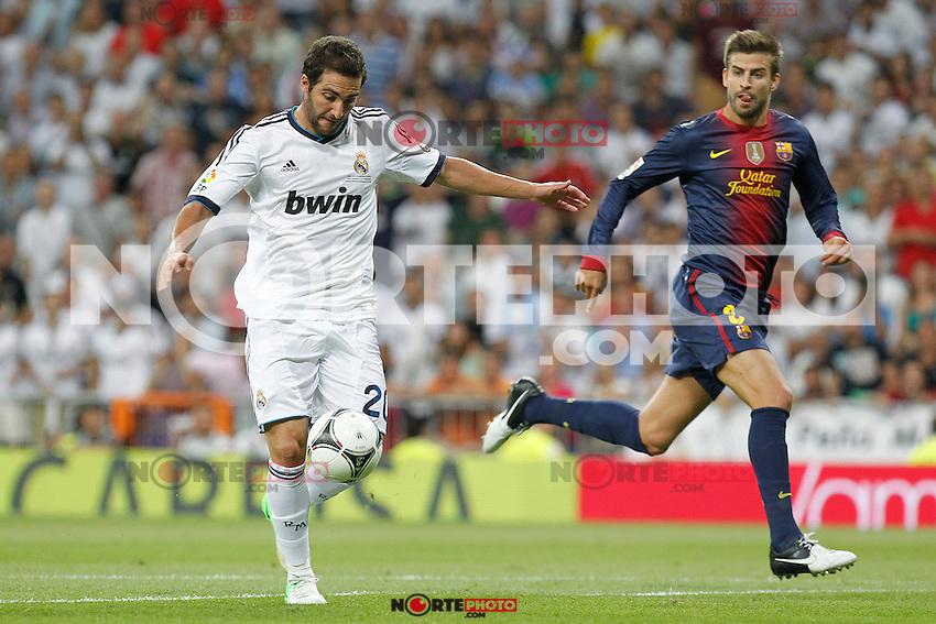 Real Madrid's Gonzalo Higuain and F.C. Barcelona's Gerard Pique during Spanish Supercup 2nd match on august 29 2012...Photo: Alex Cid-Fuentes / ALFAQUI /NortePhoto.com<br /> <br /> **CREDITO*OBLIGATORIO** <br /> *No*Venta*A*Terceros*<br /> *No*Sale*So*third*<br /> *** No*Se*Permite*Hacer*Archivo**<br /> *No*Sale*So*third*