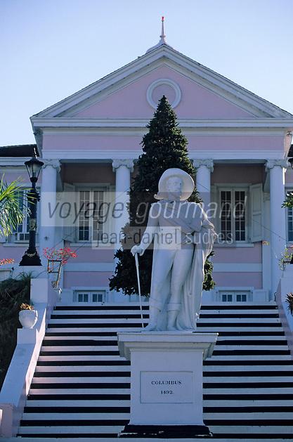 """Iles Bahamas / New Providence et Paradise Island / Nassau: Satue de Christophe Colomb datée de 1830 et Palais du Gouvernement """"Governement House"""""""