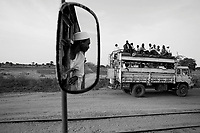 near Kalma IDP camp, South Darfur, July 29 2004.IDP's returning to the camp coming from the nearby state capital Nyala.