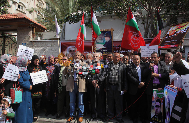 Palestinian supporters of Popular Front for the Liberation of Palestine take part a protest demanding the release of the Popular Front Secretary General Ahmad Saadat, in front of the Red Cross office in Gaza City, on March 24, 2014. Photo by Mohammed Asad