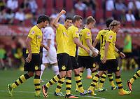 Fussball  1. Bundesliga  Saison 2013/2014    FC Augsburg - Borussia Dortmund      10.08.2013 JUBEL Dortmund; Mats Hummels, Torschuetze Robert Lewandowski, Sven Bender, Marco Reus und Marcel Schmelzer (v.li.)