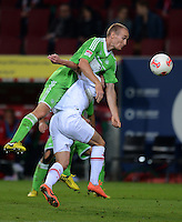 FUSSBALL   1. BUNDESLIGA  SAISON 2012/2013   3. Spieltag FC Augsburg - VfL Wolfsburg           14.09.2012 Thomas Kahlenberg (VfL Wolfsburg) auf Milan Petrzela (FC Augsburg)