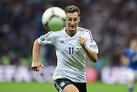 FUSSBALL  EUROPAMEISTERSCHAFT 2012   HALBFINALE Deutschland - Italien              28.06.2012 Mesut Oezil (Deutschland) Einzelaktion am Ball