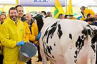 Roma 6 Febbraio 2015<br /> Manifestazione in Campidoglio, per &laquo;difendere il latte italiano&raquo;, organizzato dalla Coldiretti, e l&rsquo;Associazione italiana allevatori che  hanno portato le  mucche  nelle piazze italiane per sensibilizzare opinione pubblica e istituzioni sulla crisi del settore lattiero-caseario.<br /> Rome February 6, 2015<br /> Demostration  at the Capitol, to &quot;defend the Italian milk&quot;, organized by Coldiretti, and the Association of Italian farmers who brought the cows in the Italian squares to sensitize public opinion and institutions on the crisis of the dairy sector. Roma 6 Febbraio 2015<br /> Manifestazione in Campidoglio, per &laquo;difendere il latte italiano&raquo;, organizzato dalla Coldiretti, e l&rsquo;Associazione italiana allevatori che  hanno portato le  mucche  nelle piazze italiane per sensibilizzare opinione pubblica e istituzioni sulla crisi del settore lattiero-caseario. Il sindaco di Roma Ignazio Marino , munge una mucca in piazza del Campidoglio. Il sindaco di Roma Ignazio Marino , munge una mucca in piazza del Campidoglio.<br /> Rome February 6, 2015<br /> Demostration  at the Capitol, to &quot;defend the Italian milk&quot;, organized by Coldiretti, and the Association of Italian farmers who brought the cows in the Italian squares to sensitize public opinion and institutions on the crisis of the dairy sector. Rome mayor Ignazio Marino, milking a cow in Capitol Square.