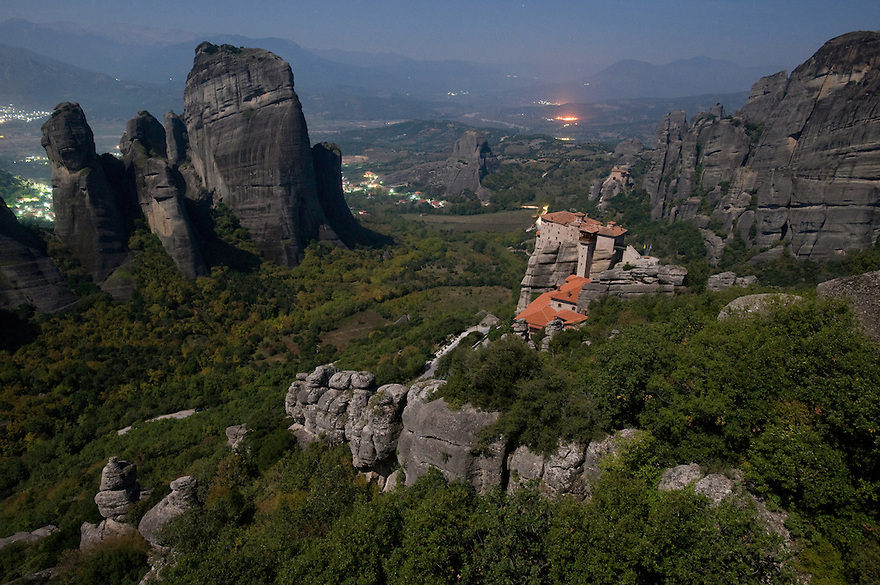 Greece, Meteora, Roussanou Monastery in moonlight