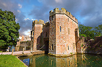 Gate House and moat of the Bishops Palace of the the medieval Wells Cathedral built in the Early English Gothic style in 1175, Wells Somerset, England