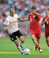 FUSSBALL   1. BUNDESLIGA  SAISON 2011/2012   5. Spieltag FC Bayern Muenchen - SC Freiburg         10.09.2011 Oliver Barth (li, SC Freiburg) gegen Thomas Mueller (re, FC Bayern Muenchen)