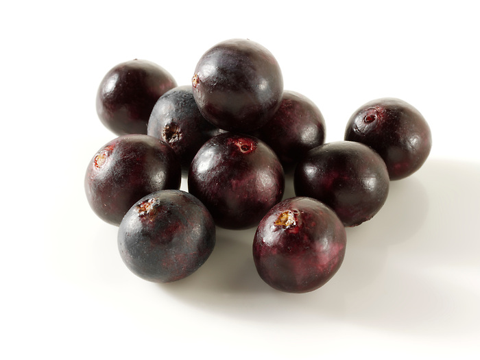 Photos & pictures of the Brazilian acai berries the super fruit anti oxident from the Amazon. Acai berries has been used to help weight loss. Stockfotos