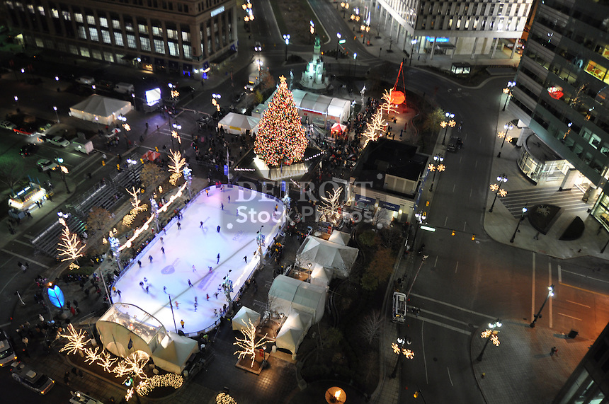 The 2008 detroit holiday tree lighting party hosted by wdiv channel