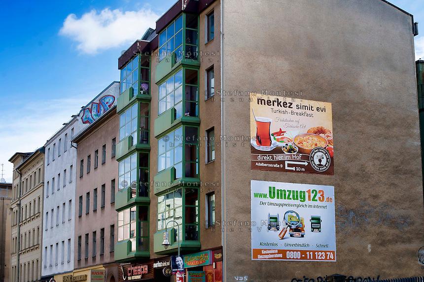 Berlino 17  Settembre 2013<br /> Pubblicit&agrave; Turca e Tedesca  su un edificio nel quartiere Kreuzberg<br /> Advertising Turkish and German on a building in the Kreuzberg district