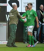 FUSSBALL   1. BUNDESLIGA   SAISON 2011/2012   27. SPIELTAG SV Werder Bremen - FC Augsburg                        24.03.2012 Trainer Thomas Schaaf (li) und Niclas Fuellkrug (re, SV Werder Bremen)