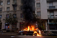 Milano 1 Maggio 2015<br /> Mayday  NoExpo  <br /> Scontri manifestanti polizia durante la manifestazione a Milano,contro l'apertura dell'Esposizione universale Milano 2015. Automobili incendiate dai manifestanti.<br /> Milan, May 1, 2015<br /> Mayday NoExpo<br /> Clashes  protesters against police during the demonstration in  downtown Milan, to protest against Universal Exposition Milano 2015. Cars set on fire by protesters.