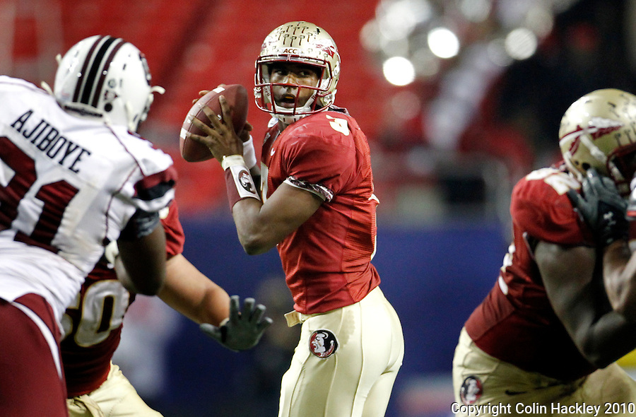 ATLANTA, AG 12/31/10-FSU-SC FB10 CH-Florida State's EJ Manuel looks for a receiver against South Carolina during first half action Friday at the Chick-fil-A Bowl in Atlanta..COLIN HACKLEY PHOTO
