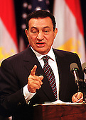 Washington, DC - July 1, 1999 -- President Hosni Mubarak of Egypt emphasizes a point during his joint press conference with United States President Bill Clinton on 1 July, 1999.  The two leaders met for more than two hours in the Oval Office and over lunch in the White House residence.  .Credit: Ron Sachs / CNP